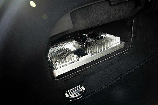 Audi發表的最新自動駕駛系統,採用zFAS晶片作為中樞核心,將繁複厚重的電腦主...