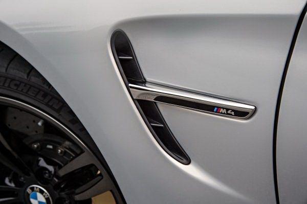輪拱後方有加了M樣式徽飾的散熱孔。 BMW提供
