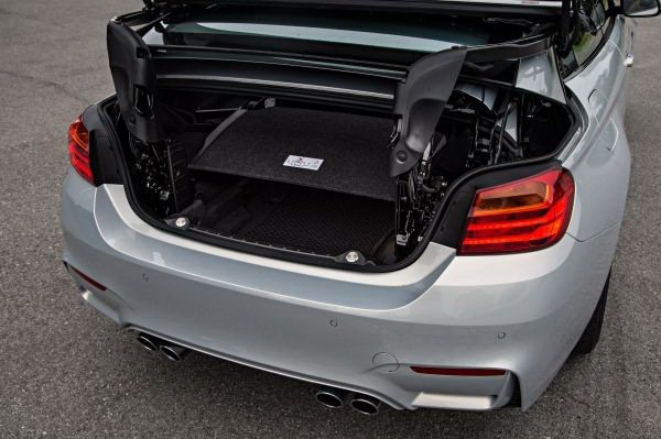 M4 Convertible行李廂有370公升容積,電動硬頂收閤之後也有220公...