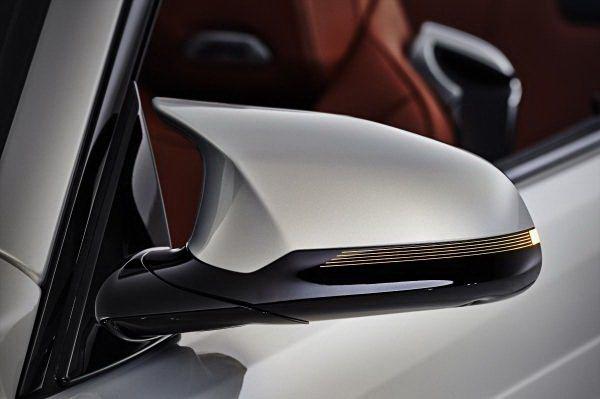 流線而獨特造型的後視鏡,帶來低風阻效果。 BMW提供