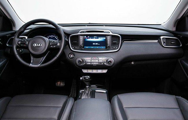 內裝部分採取HMI人因介面設計,中控台配備觸控式螢幕。 Kia提供
