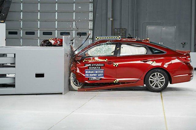 2015年式HYUNDAI Sonata獲美國汽車安全撞擊測試單位IIHS肯定。...
