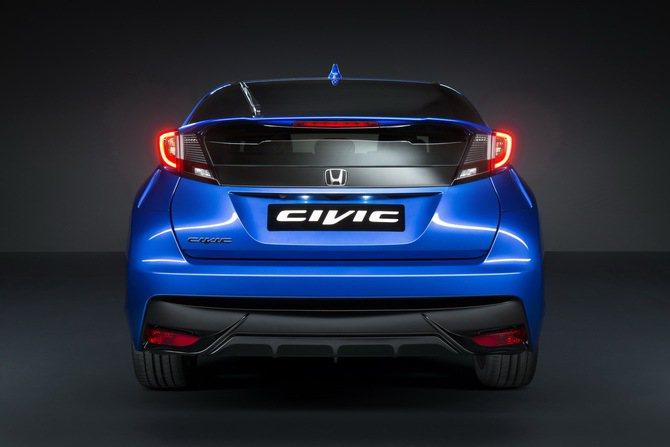 Honda Civic Sport 車尾有大型擾流翼 ,保桿下有分流器。 Hon...