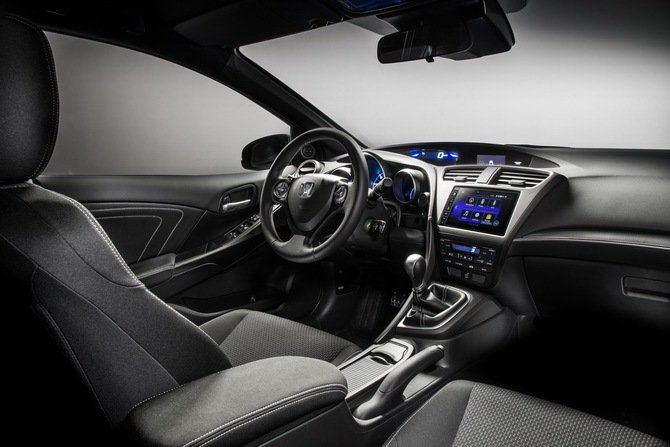 Honda Civic Sport內裝重新調整,中控台也新增行動上網與數位電台等...