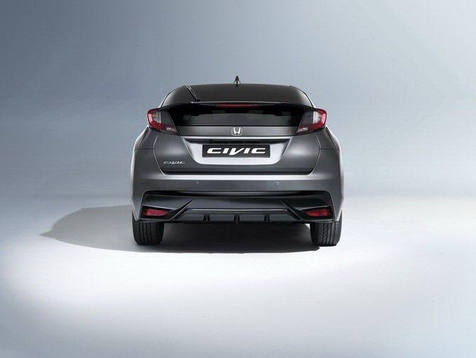 Honda Civic Tourer也有重新設計的尾燈和後擾流。 Honda提供