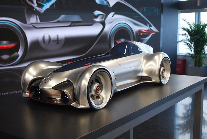 賓士研發中心以早年賓士賽車Silver Arrow為靈感而設計的Stream O...