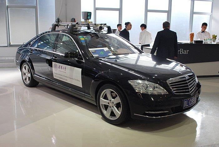 賓士中國研發中心與北京清大合作開發自動駕駛系統以陸製的C系列做為實驗車。 記者趙...
