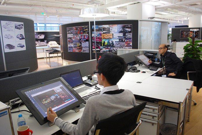 來自中國與世界各地的設計師進駐研發中心為中國設計最新車款。 記者趙惠群/攝影