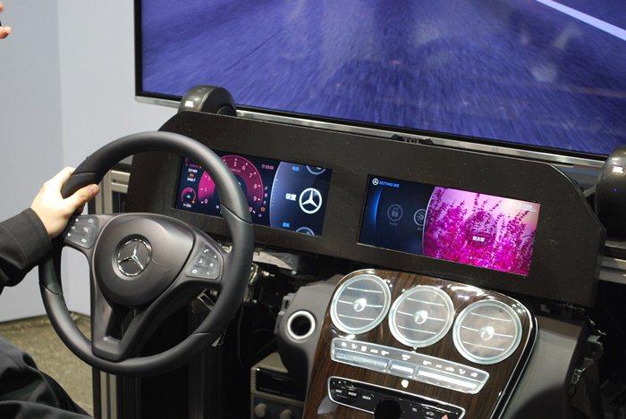 中央美術學院合作設計中控台的人性化界面,中央儀表可依駕駛者不同而進入預先設定,例...