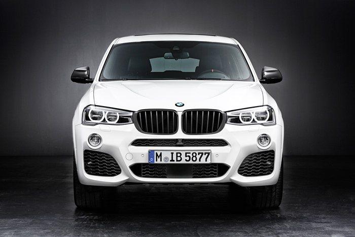 X4外觀套件讓車型吸睛效果更強,包括黑色式樣的腎水箱護罩。 BMW提供