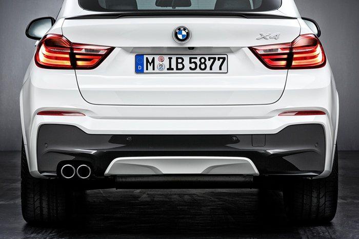 X4可以換裝M Performance的碳纖維後分流器與碳纖維尾翼。 BMW提供