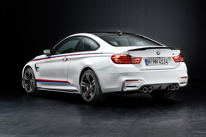 M Performance特別為M3和M4打造的消音器可創造類似直列6缸雙渦輪增...