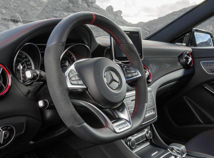 跑車化方向盤。 M-Benz提供