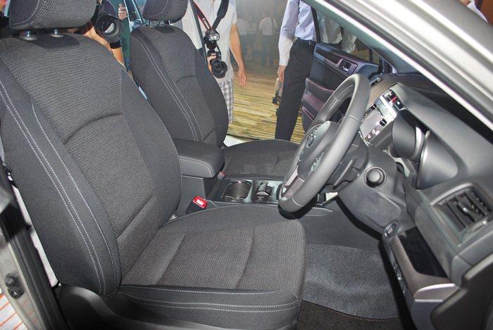 皮布雙材質座椅。 記者趙惠群/攝影