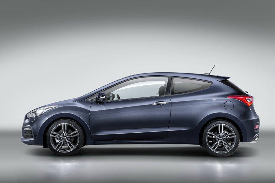 小改款i30車身尺碼依舊,4300mm*1780mm*1470mm。 HYUND...