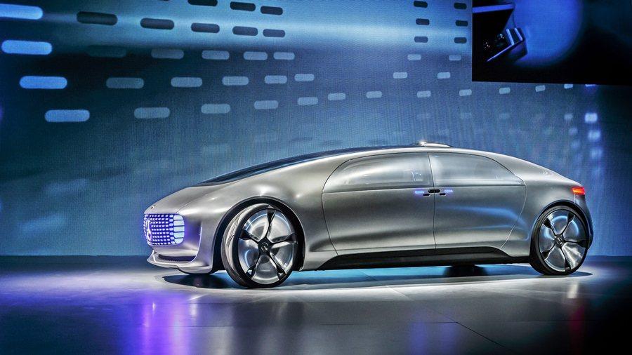 賓士在CES展推出一台名為F 015 Luxury in Motion行動奢華概...
