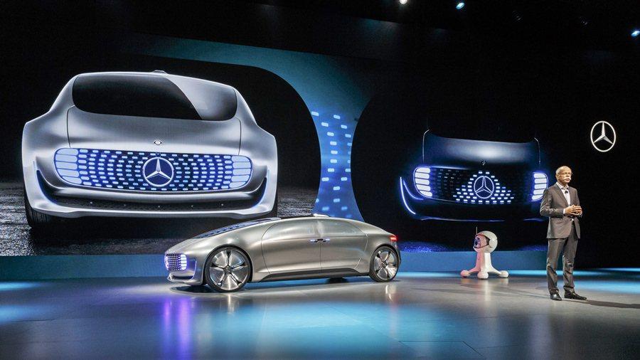 賓士總裁柴雪博士在CES展預言未來15年,最奢侈的商品是「私密的空間與時間」,F...