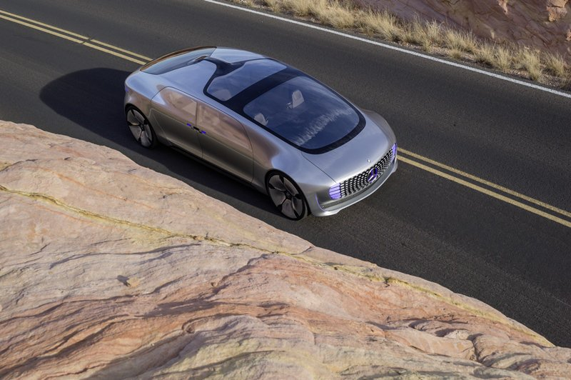 F 015具有優越的加速能力,時速0到100公里可在6.7秒內完成,極速可達到2...