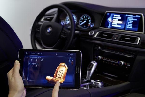 後座平板電腦控制系統 ,讓後座乘客也能方便操控影音娛樂系統等等。 BMW提供