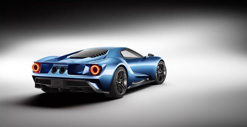 GT包含各種主動式氣動力技術,像是它有可自動開啟的後擾流翼。 Ford提供