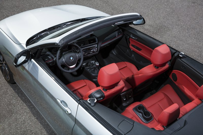 內裝部分維持品牌的豪華與細節兼具質感,駕駛功能與中控台介面也是傾向駕駛者的專注導...
