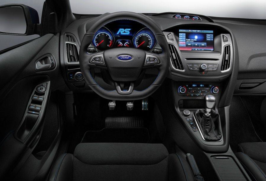 平底設計與真皮包覆的方向盤乃是掌握RS獨具駕駛體驗的最佳媒介,搭配上腳底的合金踏...
