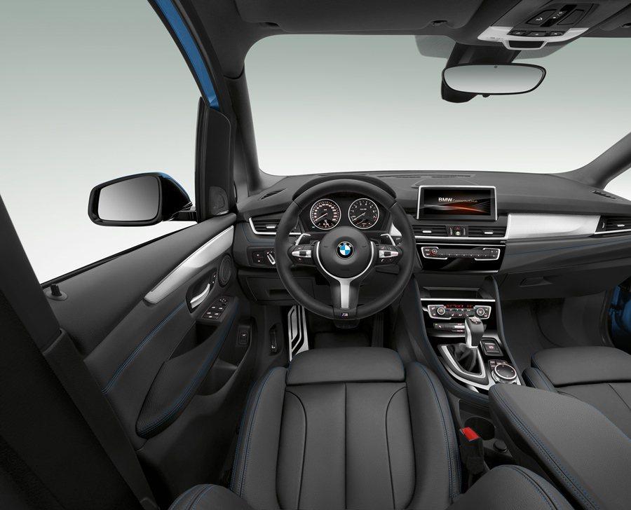 所有操控界面依使用習慣與頻率分層排列,方便直覺式操作,並朝向駕駛,以駕駛者為導向...