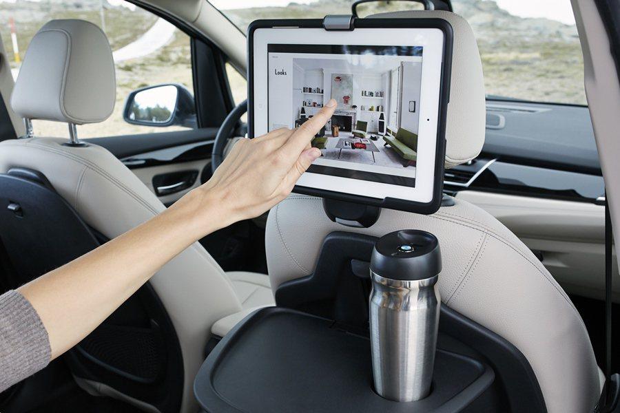 車內有可下載「myKIDIO」應用程式,可藉以取得適合兒童的有聲書、高畫質電影和...
