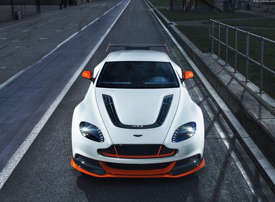 機械經過徹底改造,造型也顯著重新塑型,GT3的特殊版,比Vantage家族車身更...