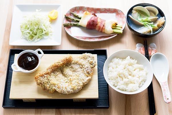 每餐應搭配奶蛋魚肉豆等富含蛋白質的食物及蔬菜。