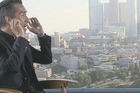 張兆志前進美國洛杉磯專訪「玩命關頭7」主角馮迪索、雪兒羅卓奎茲、泰瑞斯、華裔導演溫子仁等,電影公司特別把第一集出現的車子全部擺在片場,讓張兆志和經典名車貼身接觸,他開心拍照直喊:「這真是太幸福了。」...
