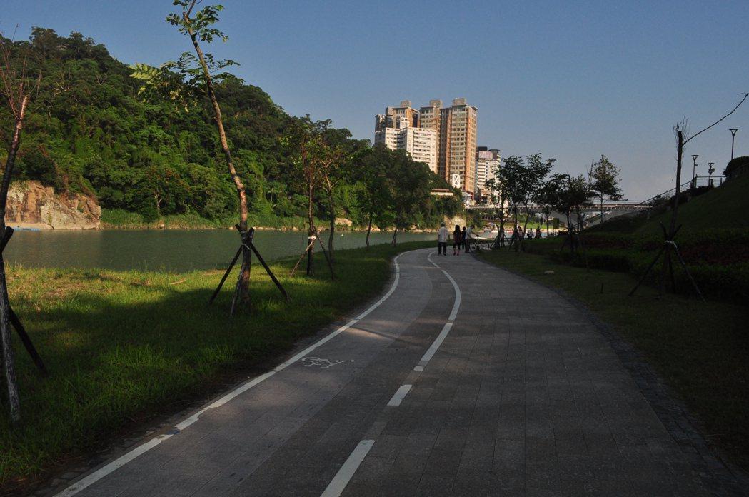 台北捷運開通帶來便利以及單車環河線串連後,觀光人潮更是有增無減絡繹不絕。 記者許信文/攝影