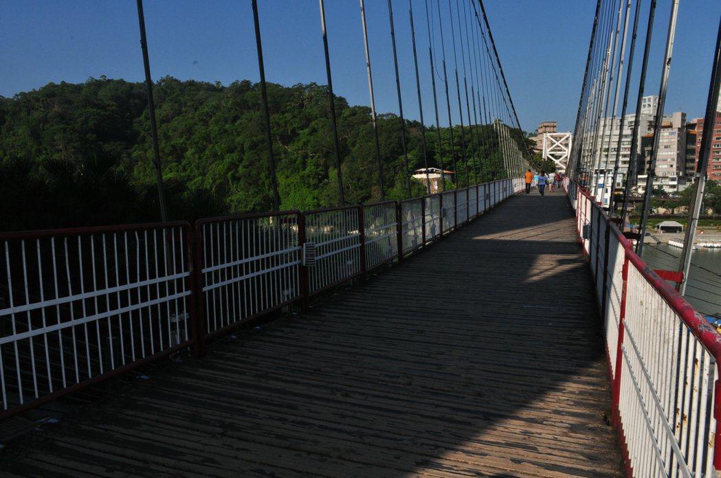 很多人共同的記憶-碧潭吊橋。 記者許信文/攝影