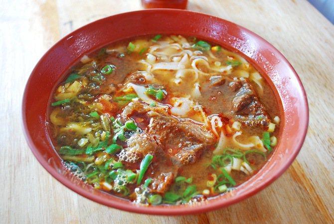 東安橋頭牛肉麵的牛肉板條。 記者趙惠群/攝影