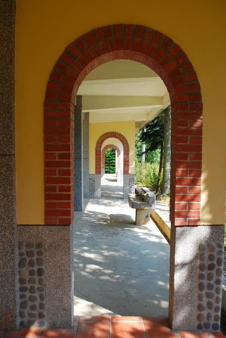 金廣成以仁和國小改建,校園長廊總讓人發思幽情。 記者趙惠群/攝影