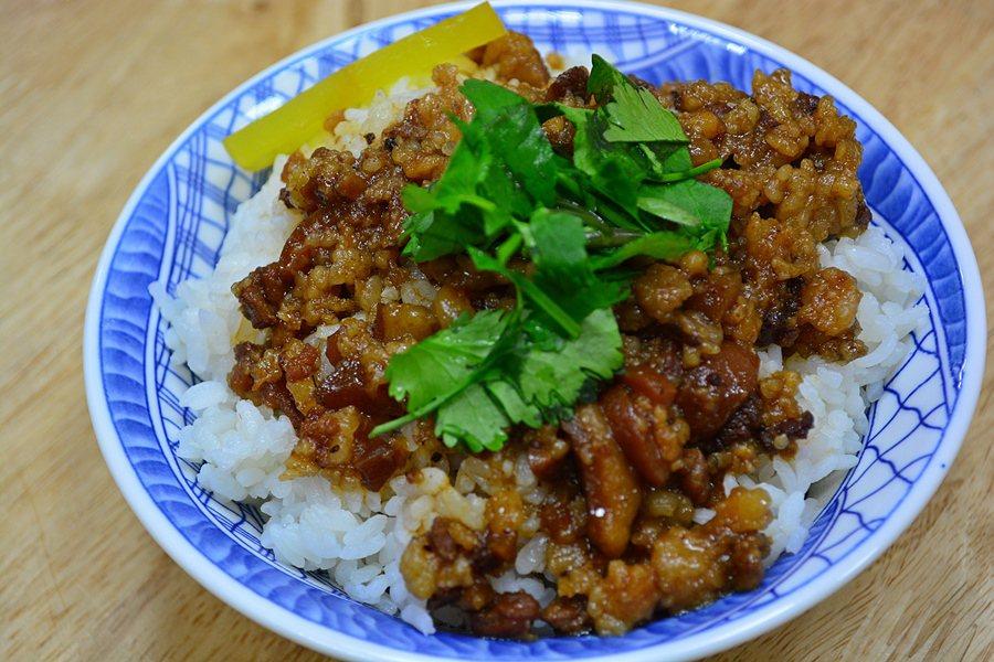 北方麵味道香而吃來不膩的魯肉飯。 記者趙惠群/攝影