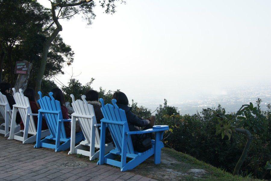 園內一處設置的景觀躺椅,可以眺望遠方。