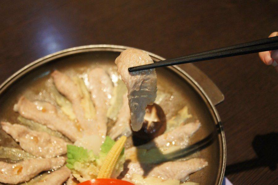 筆者點了Q嫩松阪豬肉,搭配主廚獨特的料理,美味十足。 林翊民/攝影