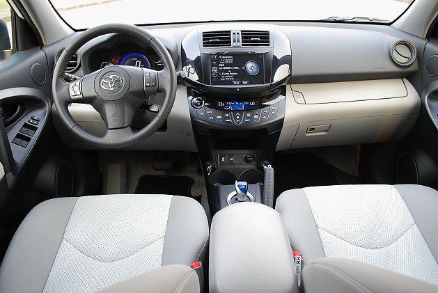 RAV4 EV內裝呈現冷靜明亮自然風。 趙惠群