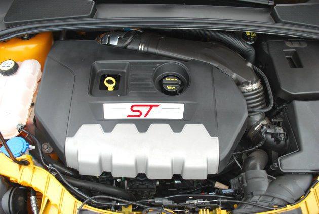 動力為2.0升EcoBoost缸內直噴渦輪增壓引擎,具有瞬間增壓的技術,在中段加...