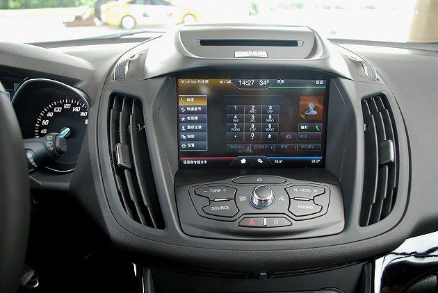 內嵌的8吋觸控螢幕能方便切換系統各界面。 趙惠群