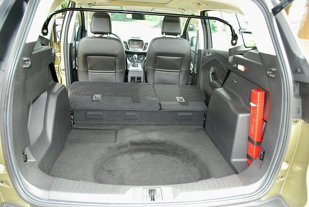 行李廂容積可藉由座椅前傾而大幅擴充。 趙惠群