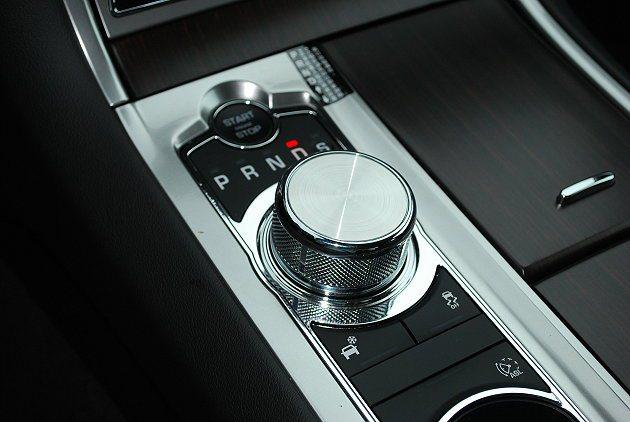 JaguarDrive Select檔位旋鈕。 記者趙惠群/攝影