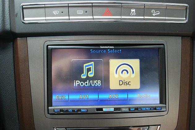 多媒體系統可播放CD和DVD,並同時可連結iPod等裝置。 記者趙惠群/攝影