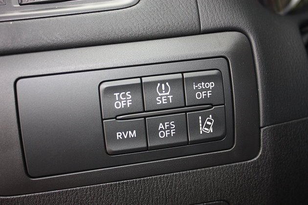 標配TCS循跡控制系統、車道偏移警示系統、RVM車側/後盲點偵測系統等等安全配備。 記者林和謙/攝影
