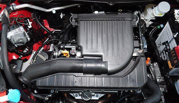 1.2L引擎輕巧,也讓車頭的重量消去不少。 蔡志宇