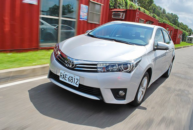 Corolla Altis改款後運動性能大幅精進,懸吊調性趨向硬朗,過彎穩定性強...