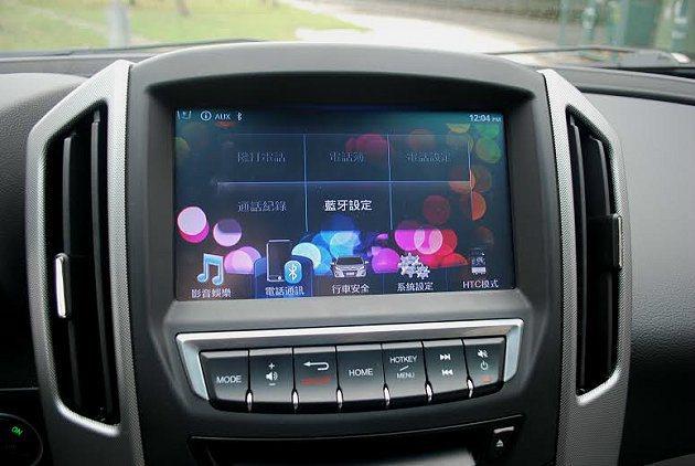 旗艦車型中控台內建Think+智慧系統,結合數位影音藍牙。 記者趙惠群/攝影