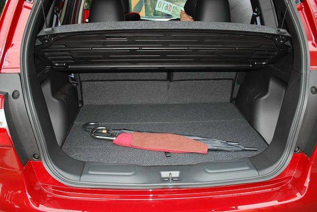 行李廂容量430公升,且深度夠,置物十分好用。 記者趙惠群/攝影