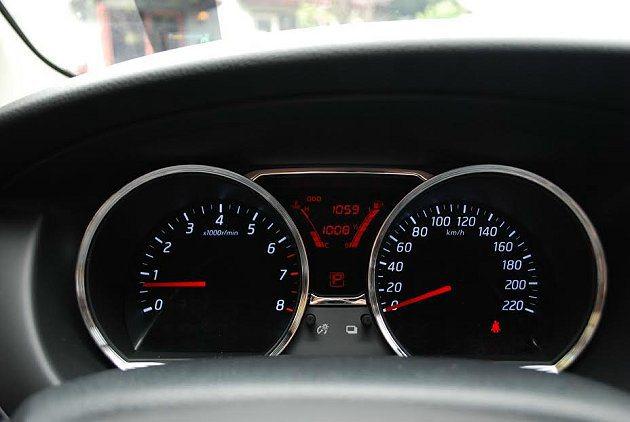 擁有跑車感的儀表板。 記者趙惠群/攝影